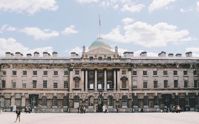 מארמון למרכז אמנויות, תרבות, גלריות ובידור. Somerset House