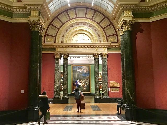 לונדון היא מרכז אמנות בינלאומי עם מבחר אינסופי של מוזיאונים וגלריות. הנשיונל גאלרי