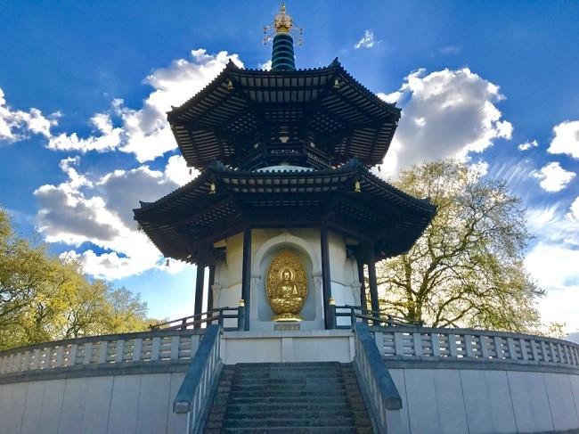 ׳פגודת השלום׳ בפארק באטרסי (London Peace Pagoda in Battersea Park)