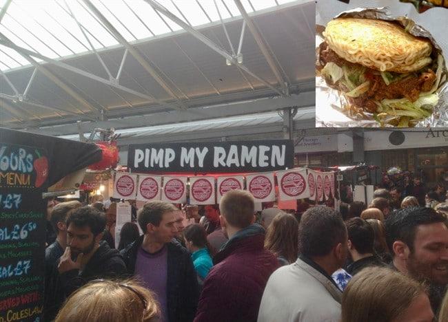אם אתם כבר בשוק גריניץ׳, אל תפספסו את Pimp My Ramen – המבורגר ב׳לחמניית ראמן׳