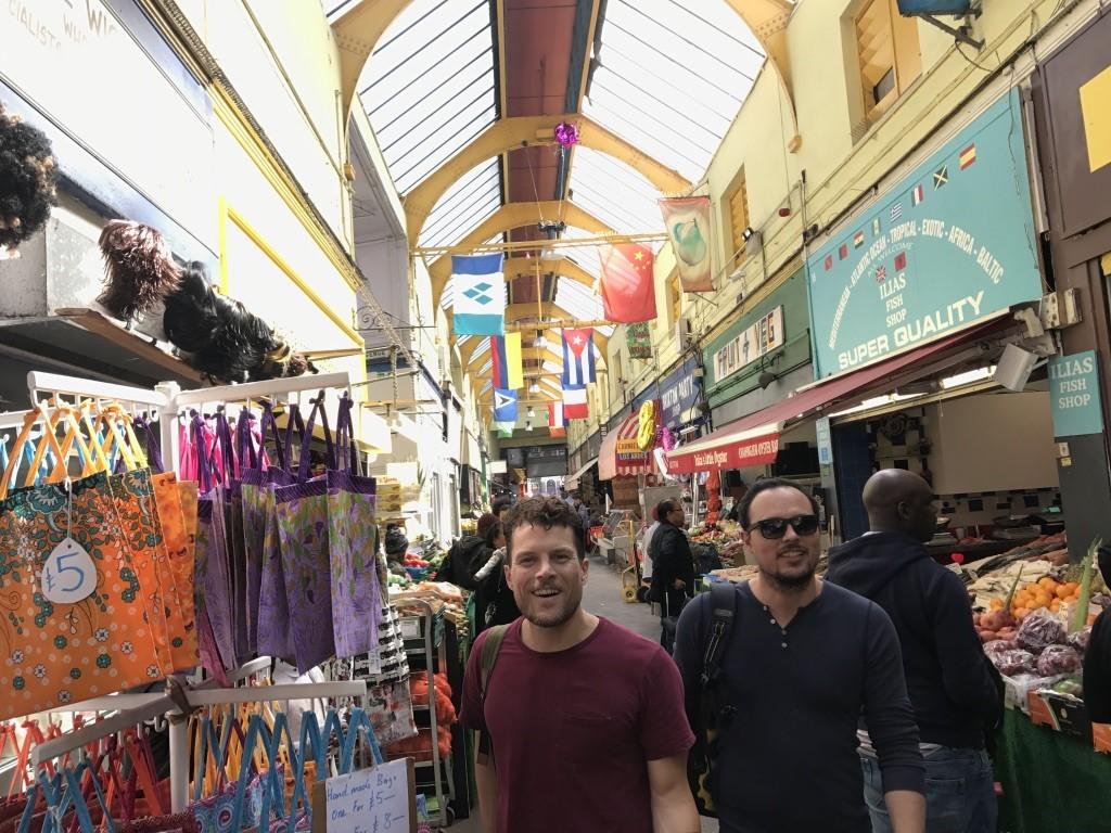 בריקסטון וילג׳. הצד היותר טרנדי ומפונפן של השוק, אבל עם אווירה נעימה ורגועה במיוחד.