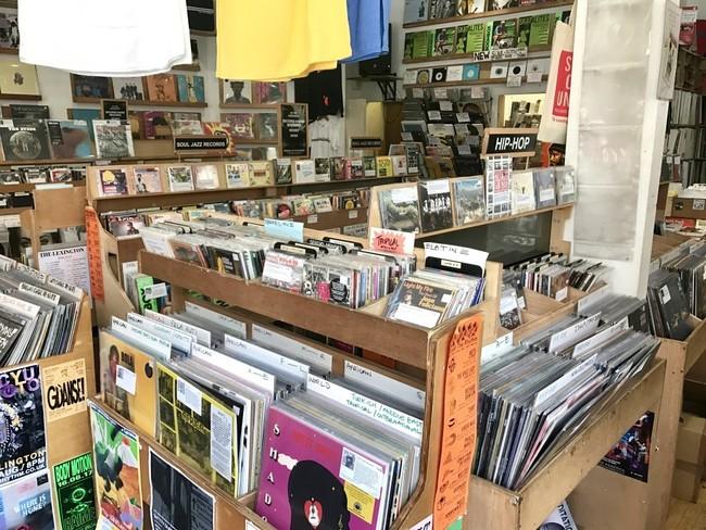 זה אמנם לא מה שהיה פעם, אבל רחובות מסוימים בסוהו הם עדיין מקום עליה לרגל לחובבי תקליטים ומוזיקה, למשל Berwick Street