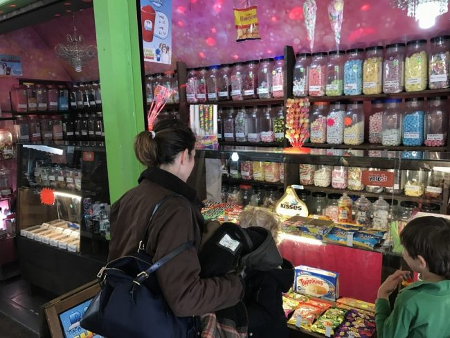 זו למשל חנות ממתקים שיש בה כמעט כל ממתק שחובב סוכר יכול לדמיין.