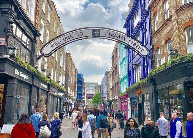 מרחובות הקניות והאופנה הפופולריים בסוהו. Carnaby Street
