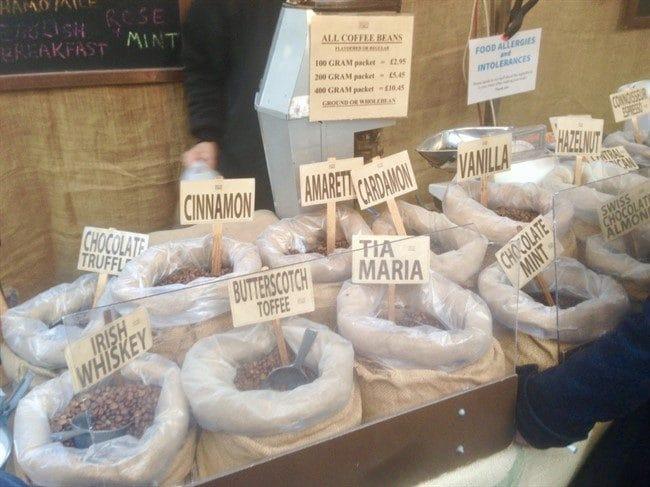 קפה במשקל בשלל טעמים בשוק גריניץ׳