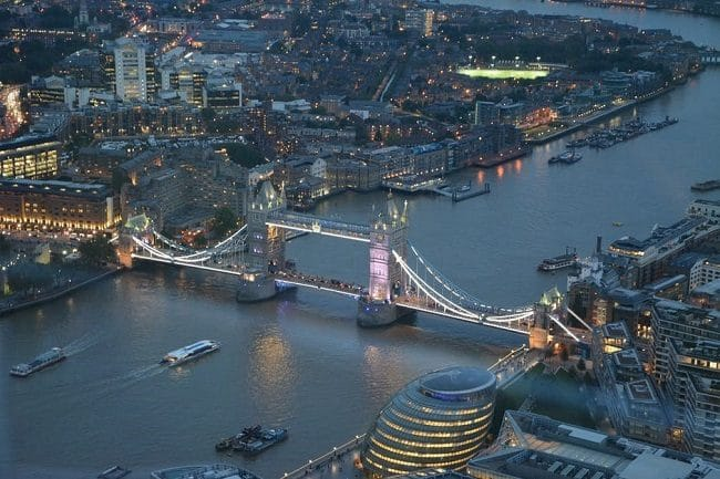 לטוס מעל לונדון זה כבר לא בשמיים. London Helicopter Flight