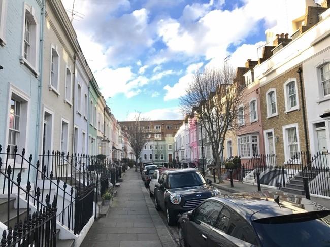 רחוב Bywater - בצ׳לסי תמצאו כמה רחובות צבעוניים כאלה