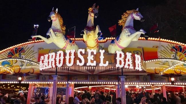 ׳בר קרוסלה׳, כי מי צריך סוסים כשיש פאב מסתובב