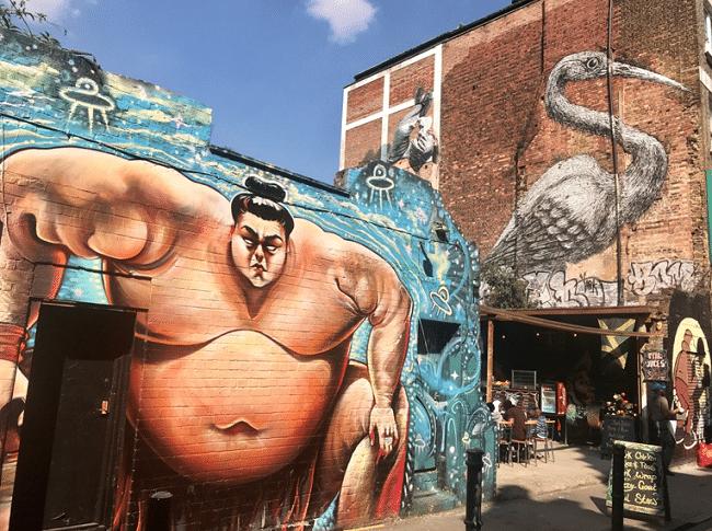 מוזיאון פתוח של אמנות רחוב מושקעת. שורדיץ׳