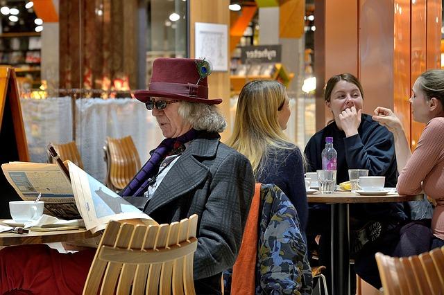 איש אוכל במסעדה בלונדון