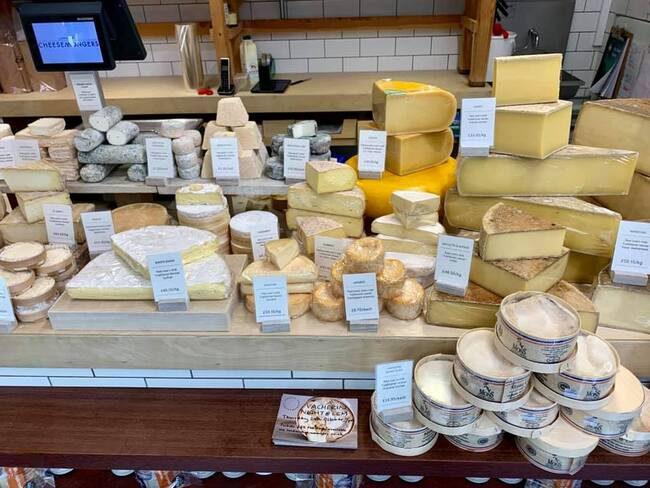 חנות גבינות ברחוב פביליון רואוד
