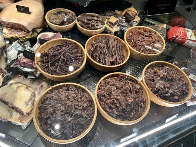 כמה סוגי ביף ג׳רקי (חטיפי בשר מיובש), שיהיה מה לנשנש בימים קשים