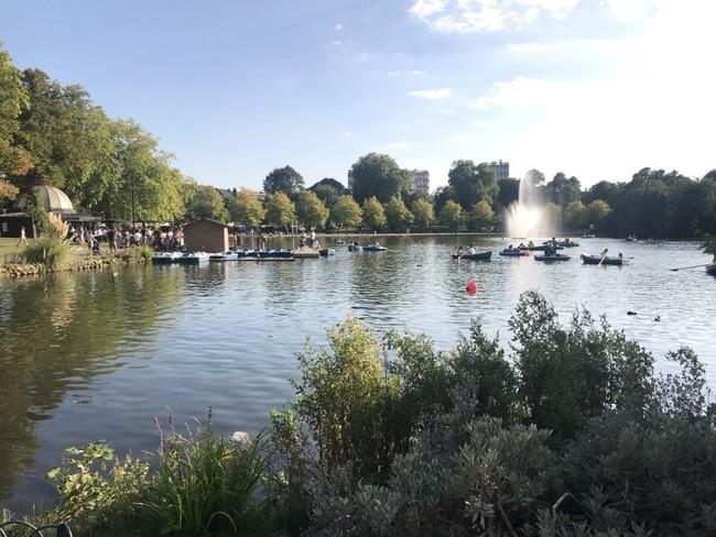 פארק ויקטוריה. מהפארקים השווים בלונדון, עם אחלה של אגמים