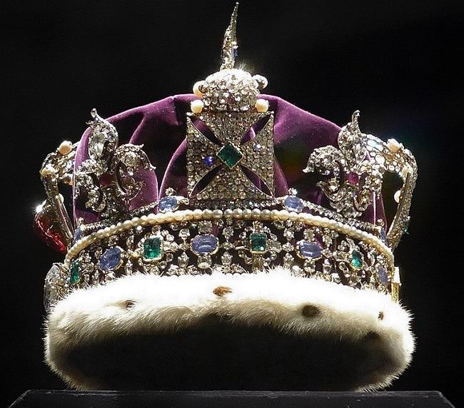 כתר-מלכותי-בחדר-תכשיטי-הכתר