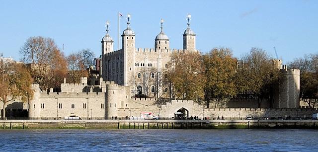 מצודת-לונדון-מבט-מנהר-התמזה
