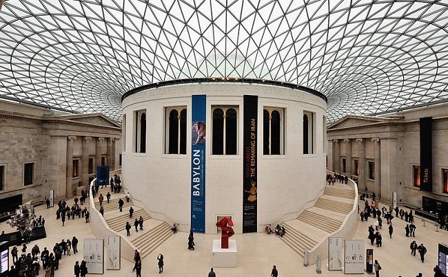 הכניסה אל המוזיאון הבריטי The British Museum