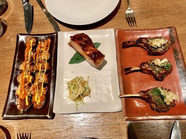 מגוון של מנות פרואניות במסעדת COYA בסיטי של לונדון