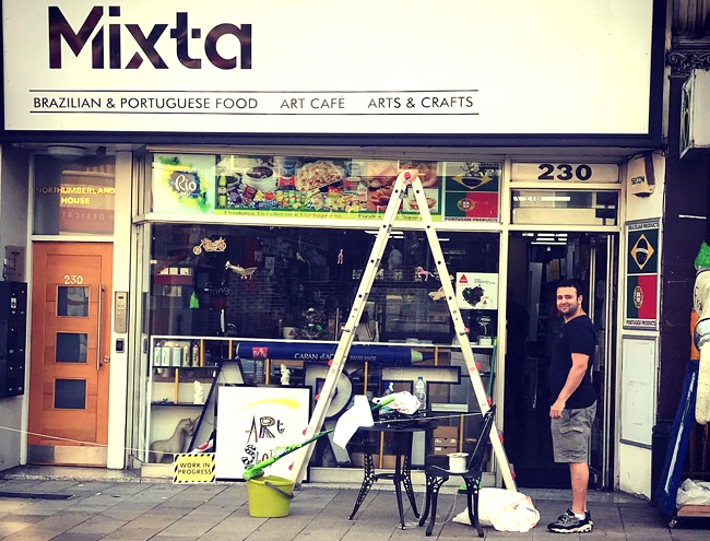 פבריציו משפץ את החנות והופך אותה מחנות אמנות למעדנייה ברזילאית