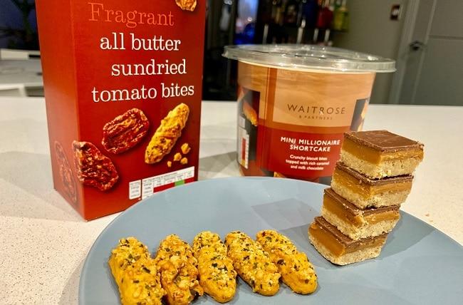 עוגיות מיני מיליונר׳ז שורטקייק (Mini Millionaire Shortcake)