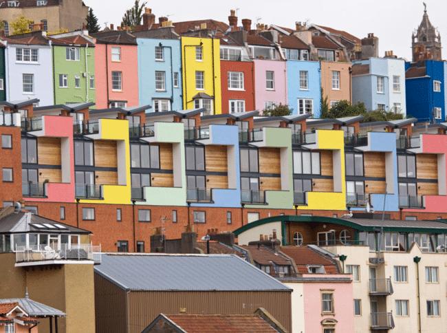 בתים צבעוניים בנמל בריסטול