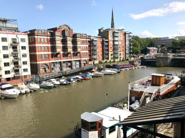 הנוף מהמרפסת של דירת ה-Airbnb שלקחנו בבריסטול