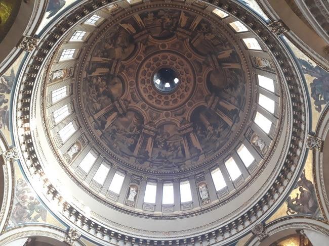 גלריית הלחישות בקתדרלת סנט פול לונדון