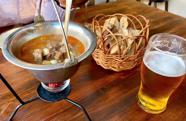 לא נראה לי שהגיוני להרביץ ארוחה הונגרית בלי גולאש