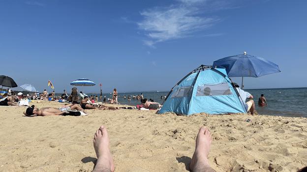 בפעם האחרונה שהיינו בכזה סתלבט על החוף, זה היה בתאילנד, בחודש שהקורונה התחילה