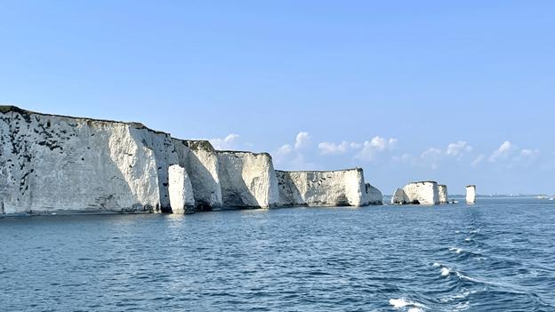 היסטוריה גיאולוגית של 180 מיליון שנים. ״חוף היורה״ (ג׳וראסיק קוסט) שבדרום-מערב אנגליה