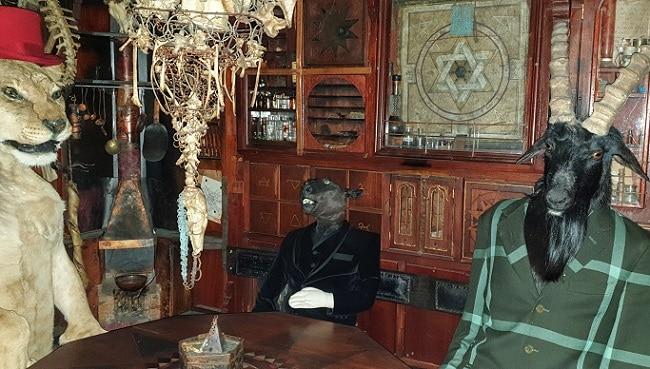 ישיבה באחד מחדרי המוזיאון